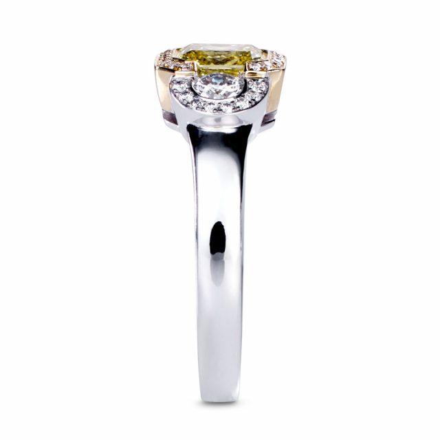 Fancy vivid diamantring i rosé- og hvitt gull