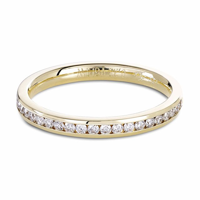 Kanalfattet diamantring i gult gull