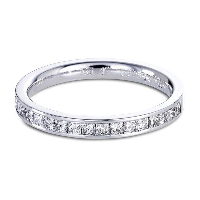 Kanalfattet alliansering i hvitt gull med 19 prinsesseslipte diamanter