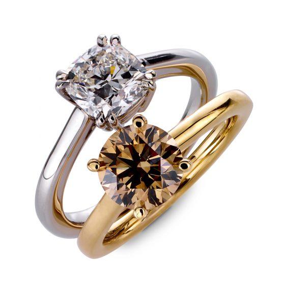 Forlovelsesringer i hvitt og gult gull med briljanter