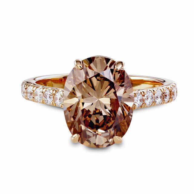 Oval champagnefarget diamantring i roségull