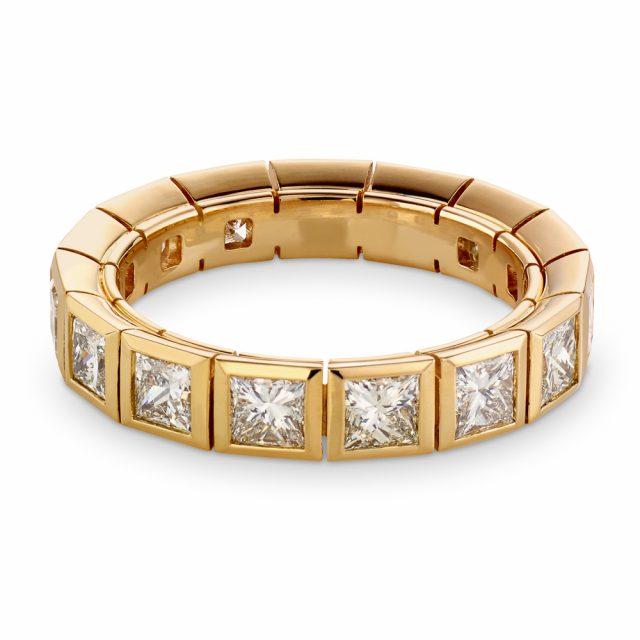 Alliansering i roségull med prinsesseslipte diamanter