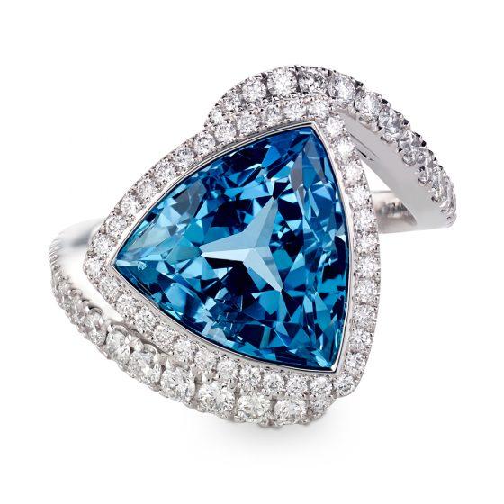 Ring med diamanter og akvamarin
