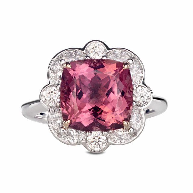 Ring i hvitt og roségull med pink turmalin og diamanter