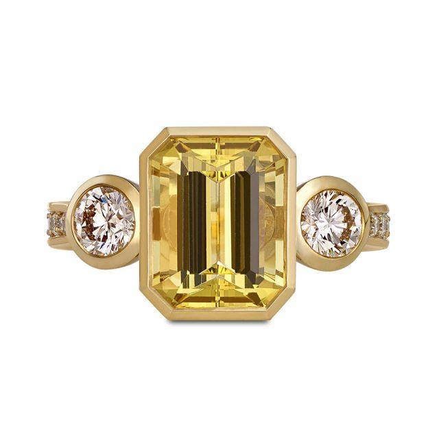 Ring i gult gull med gul beryll og diamanter